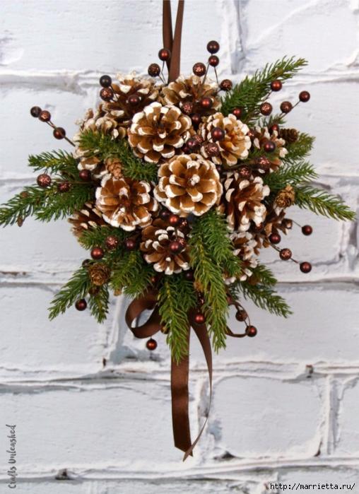 Новогоднее украшение - шар из шишек