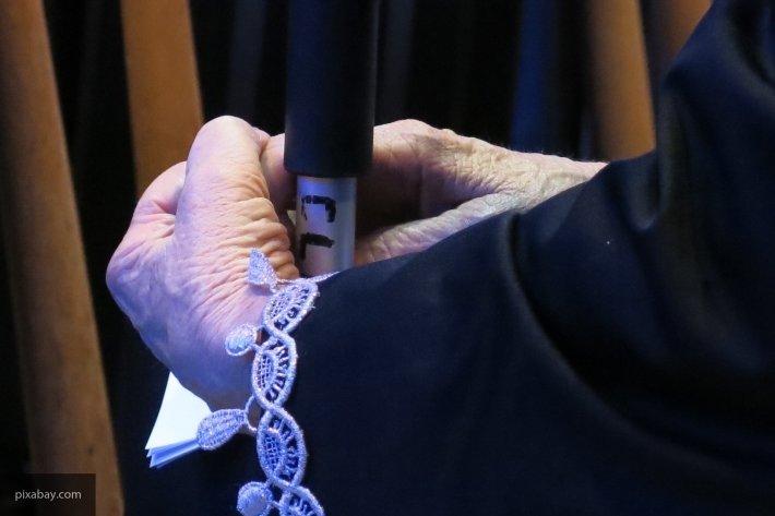В Саратове 15-летний подросток пытался задушить свою 89-летнюю бабушку