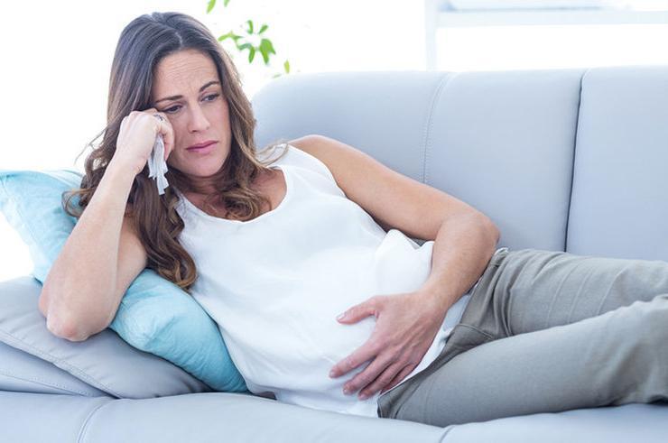 Муж хочет развестись с женой за то, что та беременна вторым ребенком. Интернет-пользователи неоднозначно отреагировали на его поведение