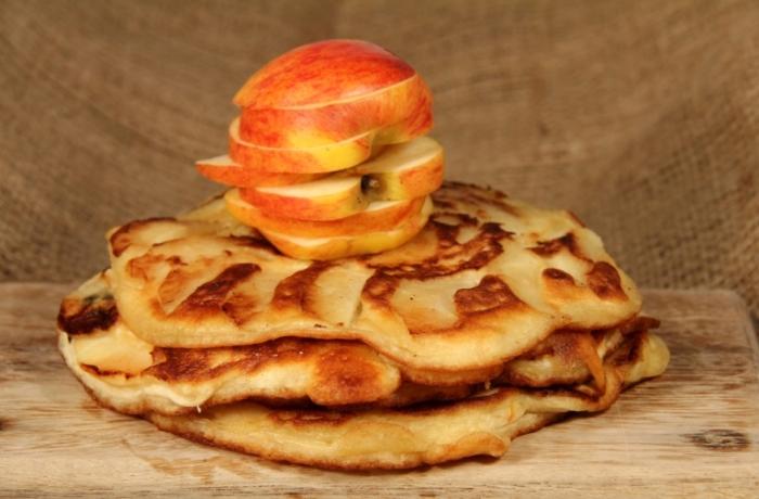 Яблочный омлет, устоять перед которым просто невозможно.