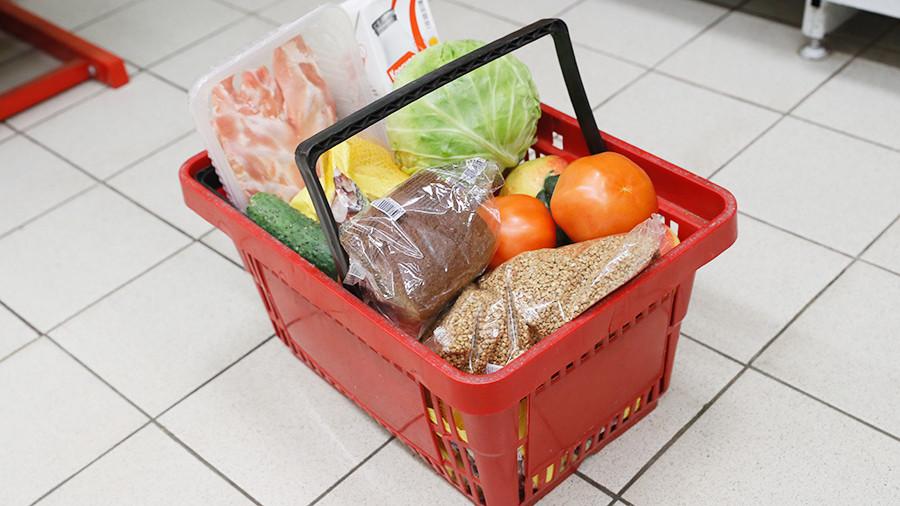 Минимальный набор продуктов в России продолжает дешеветь