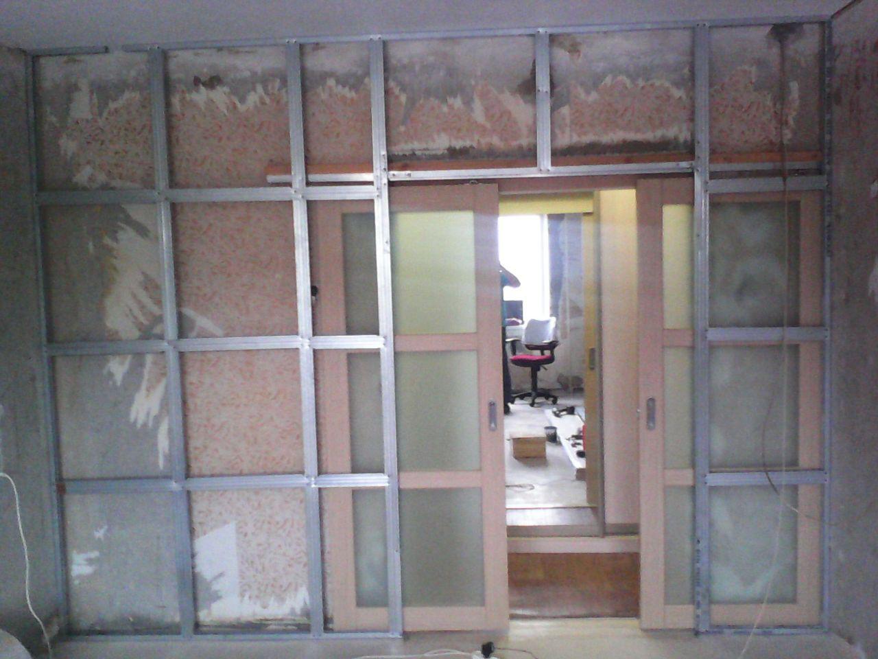 двери в фальш стене фото небольшом росте кажутся