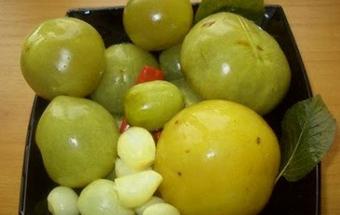 Зелёные помидоры на зиму, фаршированные чесноком