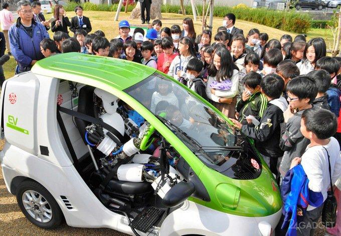 Японский Musashi водит авто не хуже российского робота Фёдора