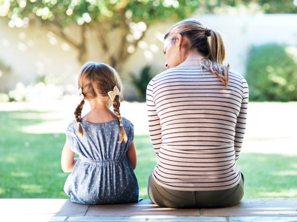 -Ничего страшного-, -хватит плакать-, -ты самый умный-: 5 стандартных фраз, которые пагубно влияют на детей