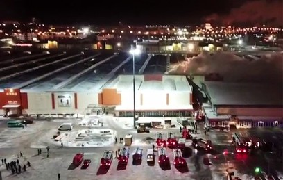 """Видео крупного пожара на рынке """"Садовод"""" на юго-востоке Москвы"""