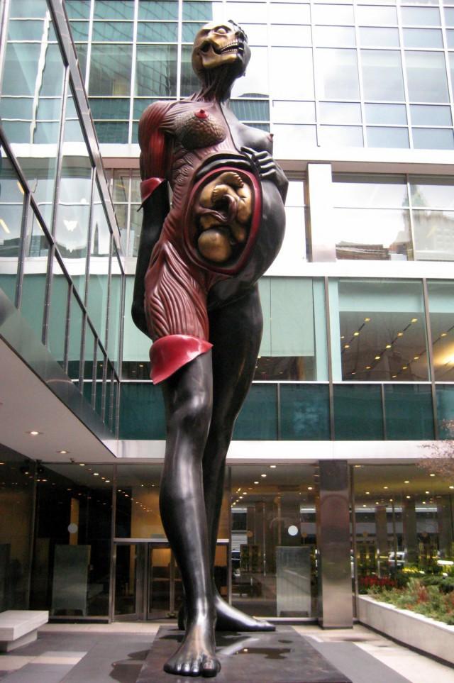 10 внушающих ужас статуй, на которые все же стоит взглянуть