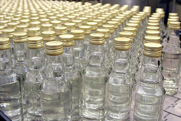 В Барановичах два таксиста купили 17 бутылок водки — один скончался, а другой три дня продолжал пить и думал, что его друг отдыхает