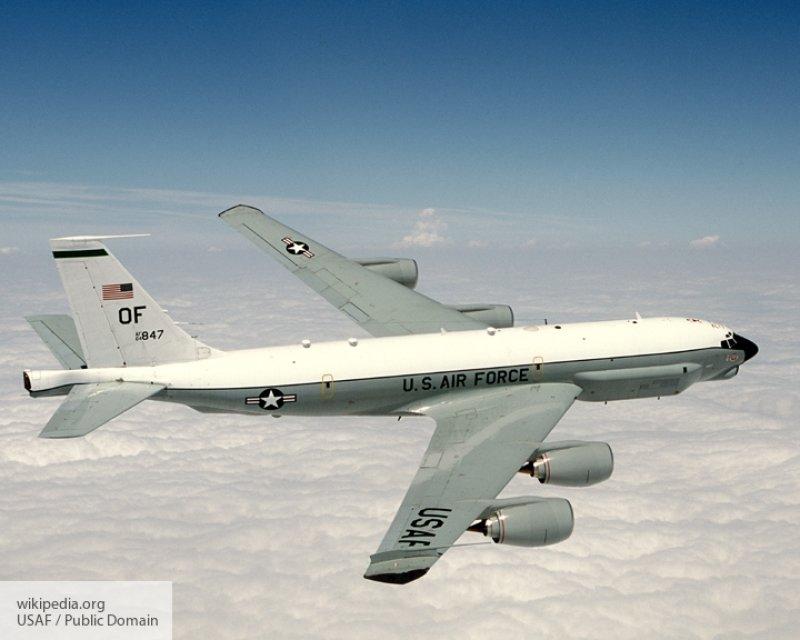 Самолет-разведчик НАТО на протяжении трех часов проводил разведку близ границ России