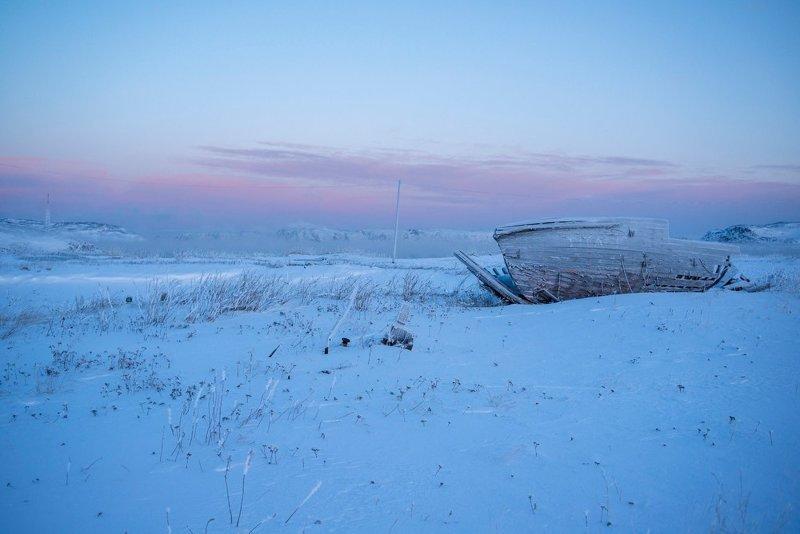 Бесконечная зимняя синь села Териберка на берегу Баренцева моря Териберка, левиафан, михаил мордасов, фотография
