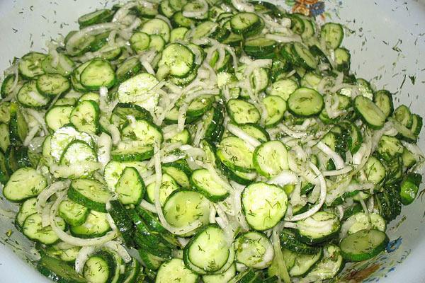 зимние салаты из огурцов и капусты
