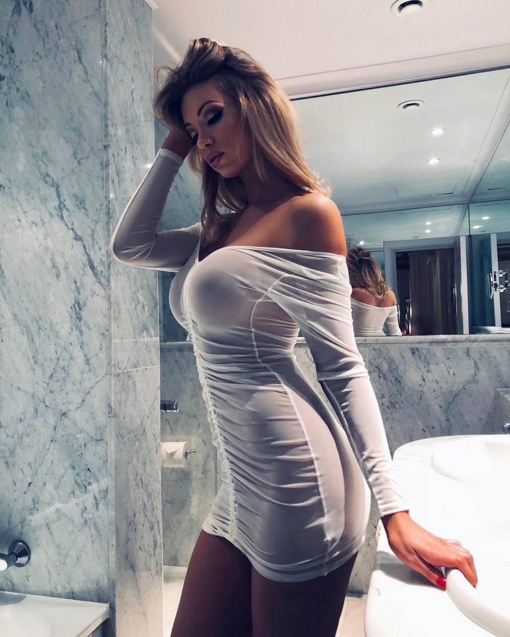 Девушки в облегающем платье соски торчком видео клипы — 3