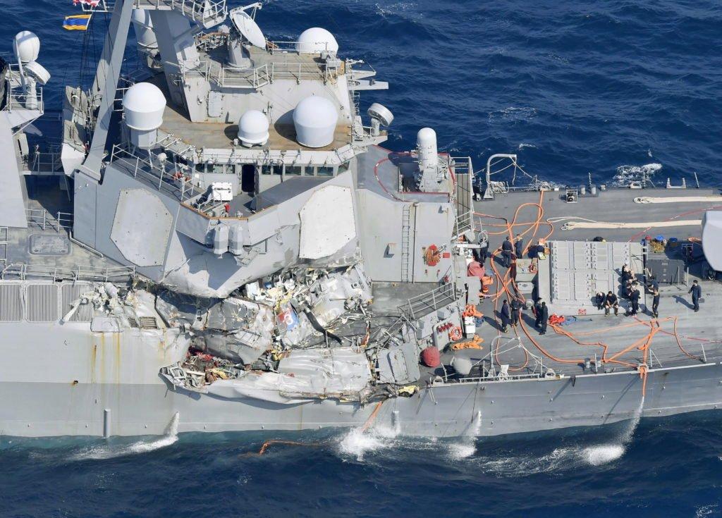 Как американские военные корабли еще держаться на плаву?