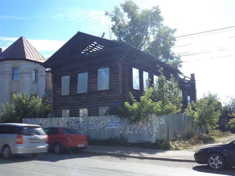 Как возродить дом из пепла и заработать на нем