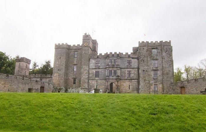 В этом замке есть место, от которого мороз пробежит по коже
