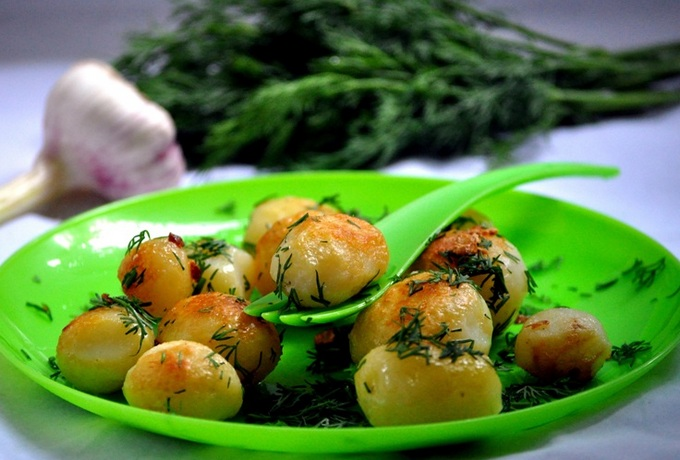 Картошка с укропом и маслом
