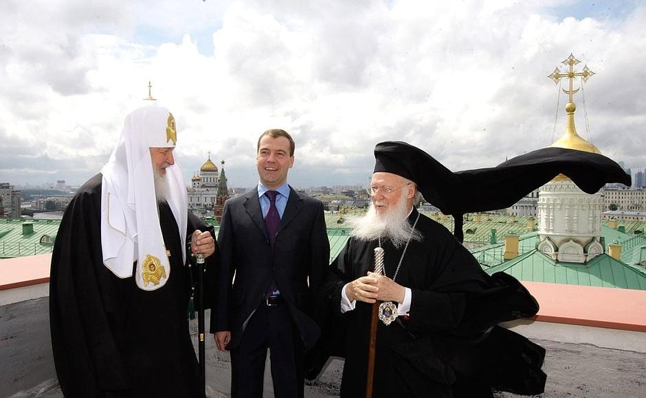 http://static.kremlin.ru/media/events/photos/big/2CSAIURmNqqRv88UzzUAQXZkgQ6go2Q9.jpeg