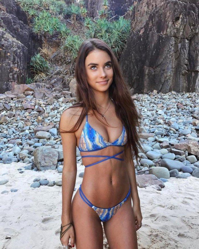 chastnie-krasivie-devushki-v-bikini-foto-starushki