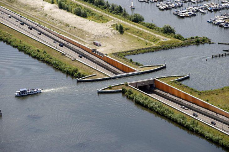 В Голландии построили водный мост, нарушающий все законы физики