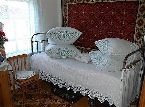 Так застилали у бабушки постели в моем детстве