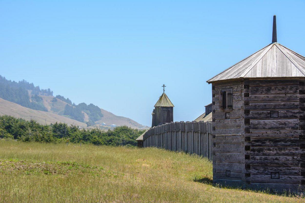 Деревянные ворота крепости