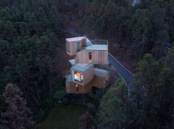 Дом-дерево (The Qiyun Mountain Tree House) в Китае от Bengo Studio.