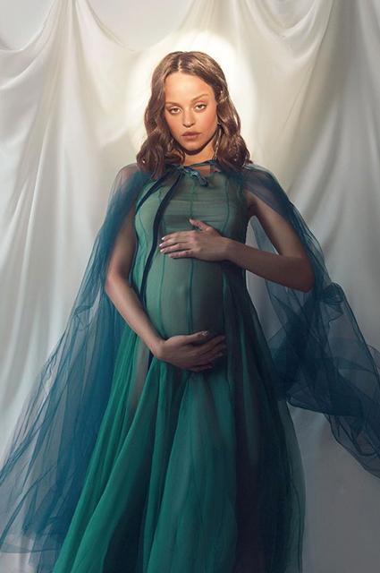 Сюзанна Варнина впервые показала фото дочери, рождение которой скрывала несколько недель Звездные дети