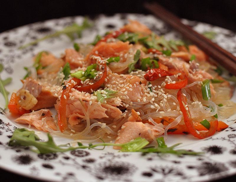 фунчоза с лососем