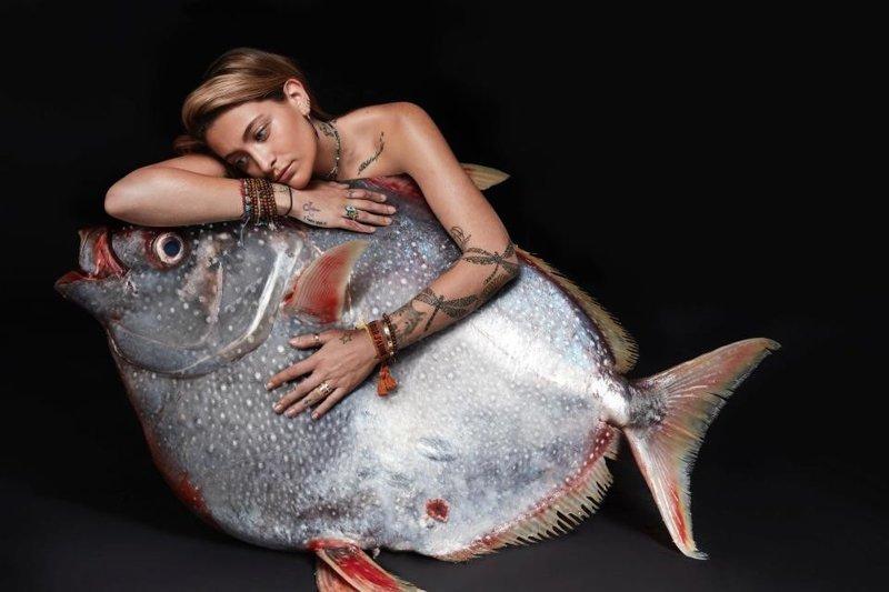 Перис Джексон ynews, голые активисты, животные, знаменитости, интересное, рыбки, фото