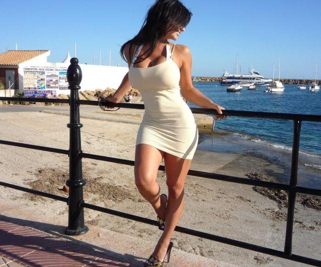 Девушки, которые не стесняются надевать откровенные платья картинки