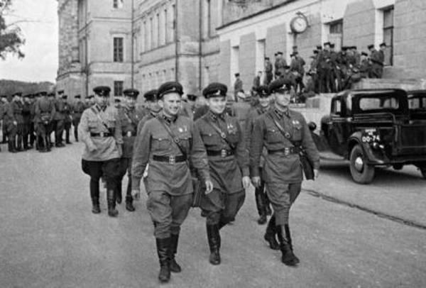Неожиданная война гитлеровской Германии с СССР. Часть 11. Далеко от границы