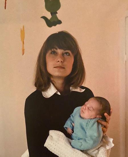 День матери: Кейт Миддлтон и принц Уильям поделились редкими кадрами из семейного альбома Монархи,Британские монархи
