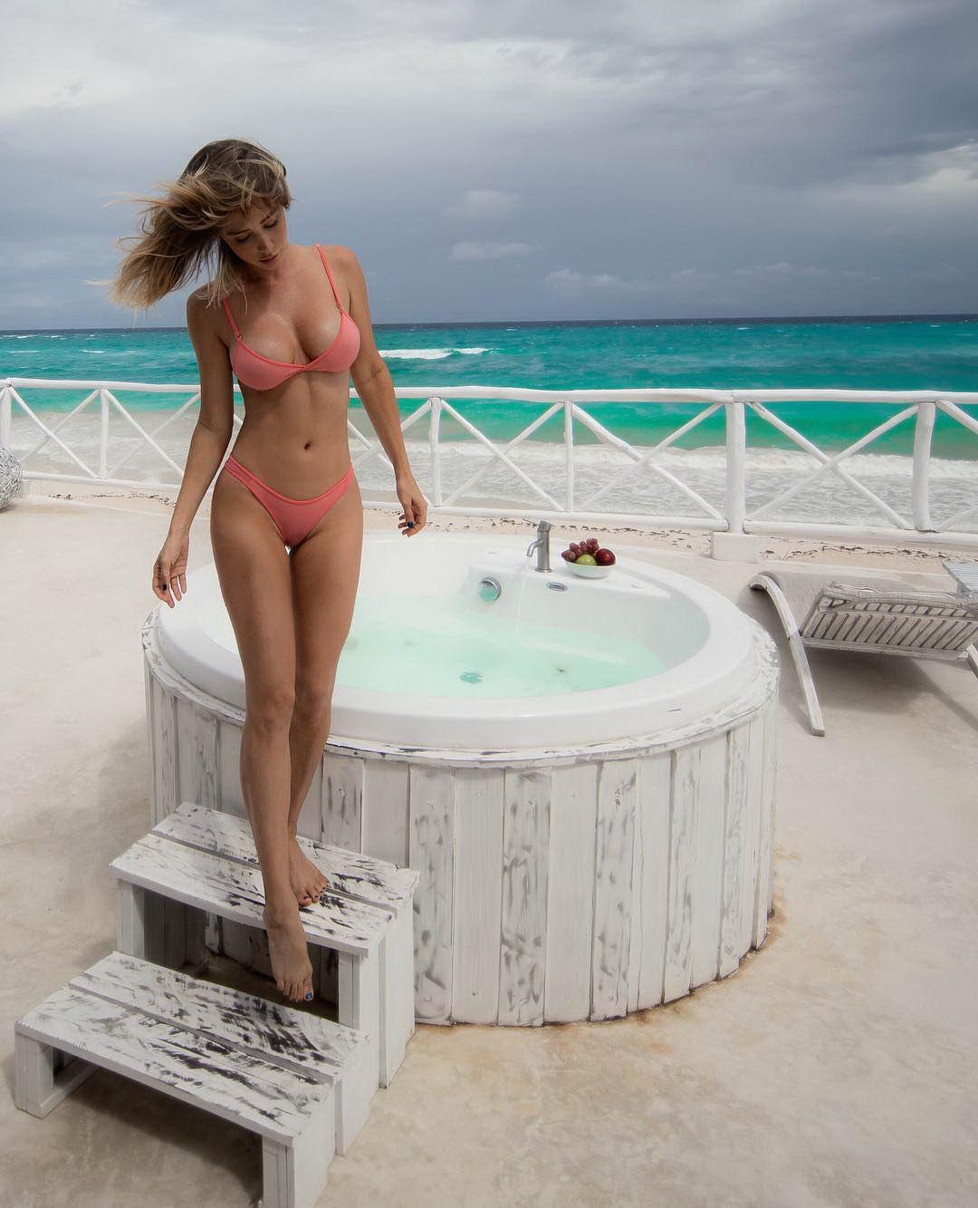 фото красивых голых девушек на пляже частное