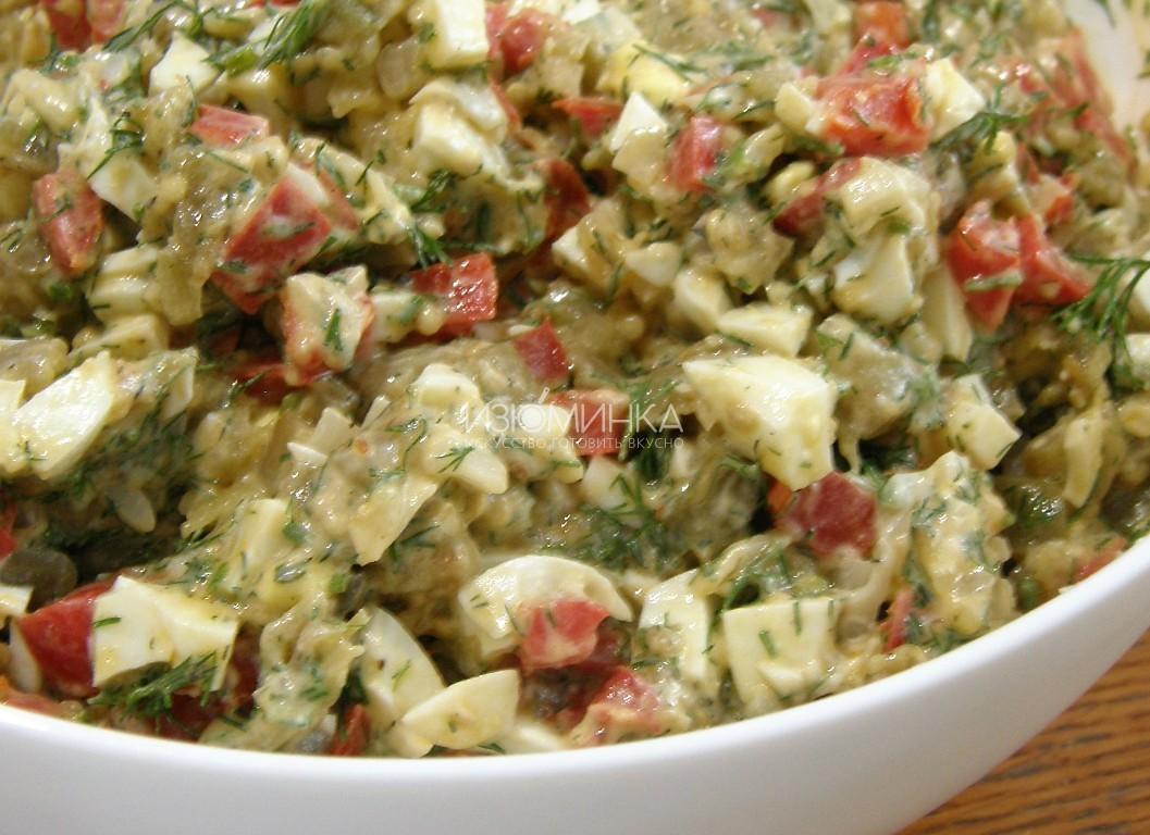 Как готовить салат из жареных баклажанов