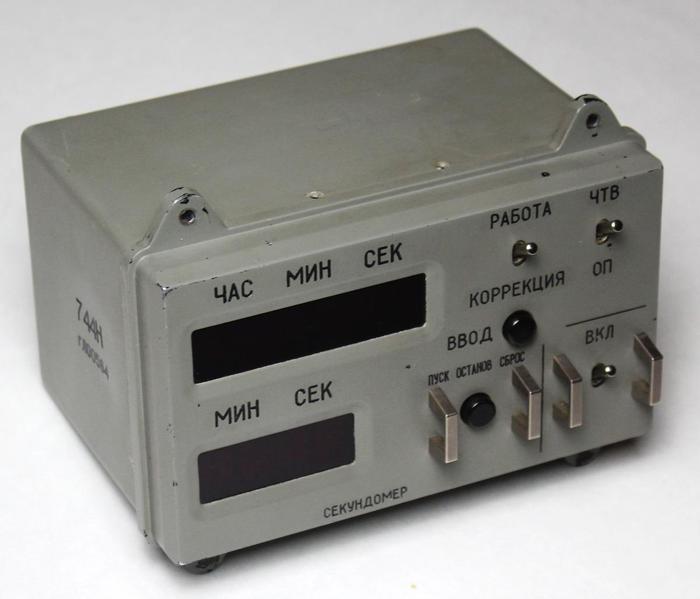 Разбираем цифровые часы с космического корабля «Союз»