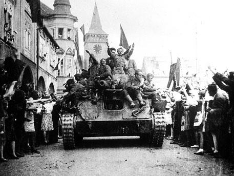 «Сапоги целовали, чтобы их не расстреляли. Но это не помогло — за сарай, и очередь!». 70-летие освобождения Кракова от нацистов