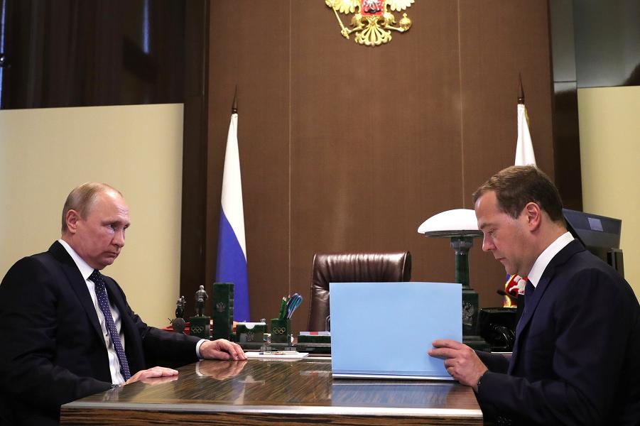 Россия не уступит. Медведев …
