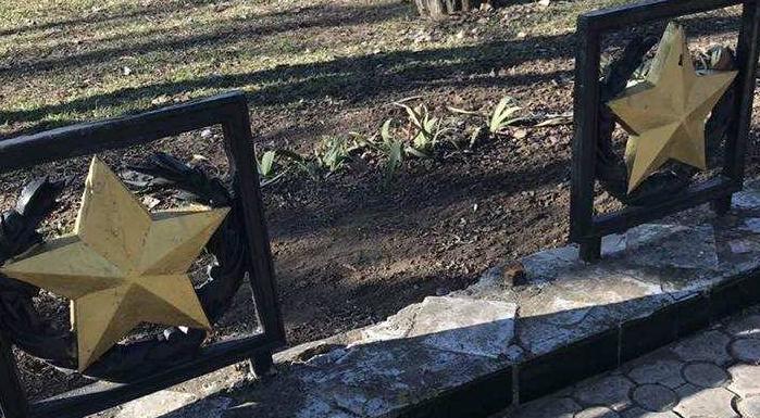 Неизвестные осквернили мемориал «Вечный огонь» на Украине