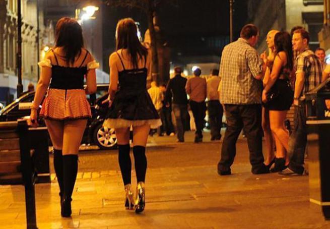 Проститутка по английскому индивидуалки метро рыбацкое