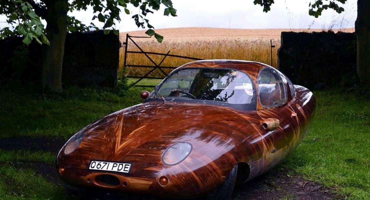 Автомобиль, кузов которого изготовлен из красного дерева Автомобили