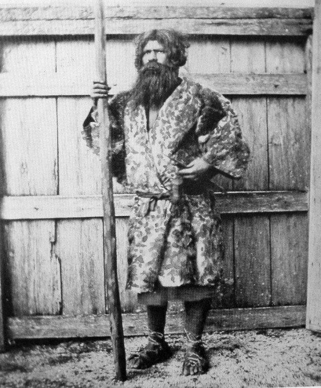 Представитель айнов — коренного населения Японии. 1880 год. история, ретро, фотографии