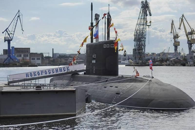 В Польше выявили недостаток российской подлодки, наблюдавшей за британским авианосцем Техно