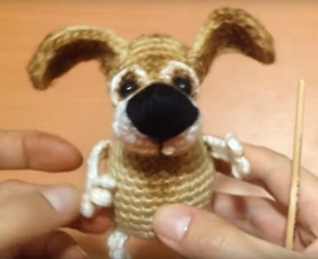 Собака Амигуруми крючком.