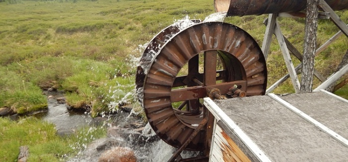 Мужчина построил ГЭС своими руками и бесплатно раздает ее энергию односельчанам