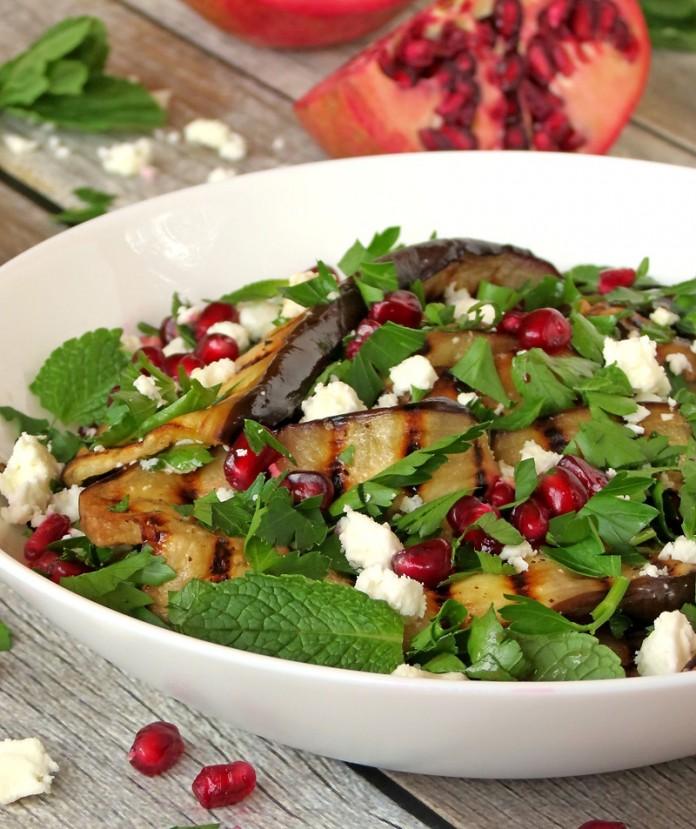 Салат из баклажанов гриль и граната – интригующе вкусно!