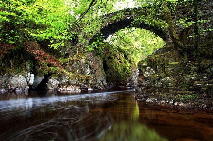 Старые мосты органично вписываются в местный ландшафт.
