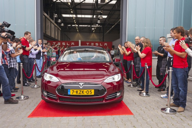 #чтиво | Гонка Элона Маска и GM за первый электромобиль для масс