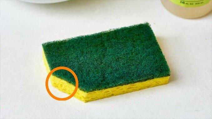 Зачем обрезать уголок у губки для мытья посуды?