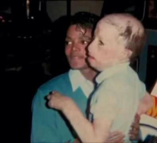 Мир прощается с названым сыном короля поп-музыки Майкла Джексона