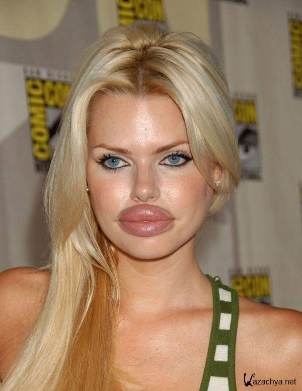 модель с большими губами и грудью блондинка